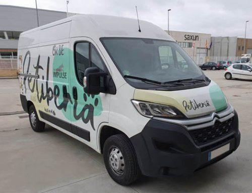 Rotulación de nuevas furgonetas para Petiberia