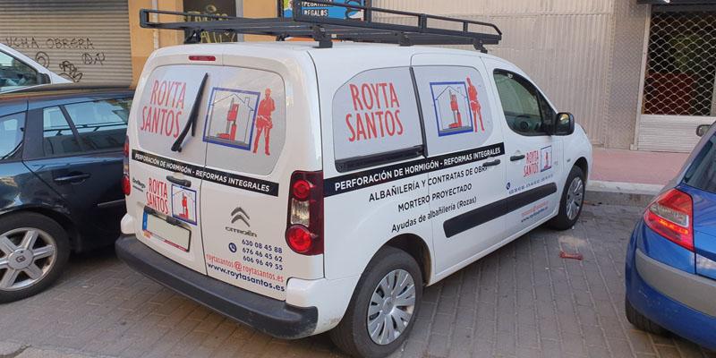 Rotulación de furgoneta paraRoyta Santos