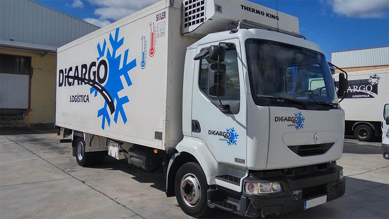 Camión frigorífico rotulado
